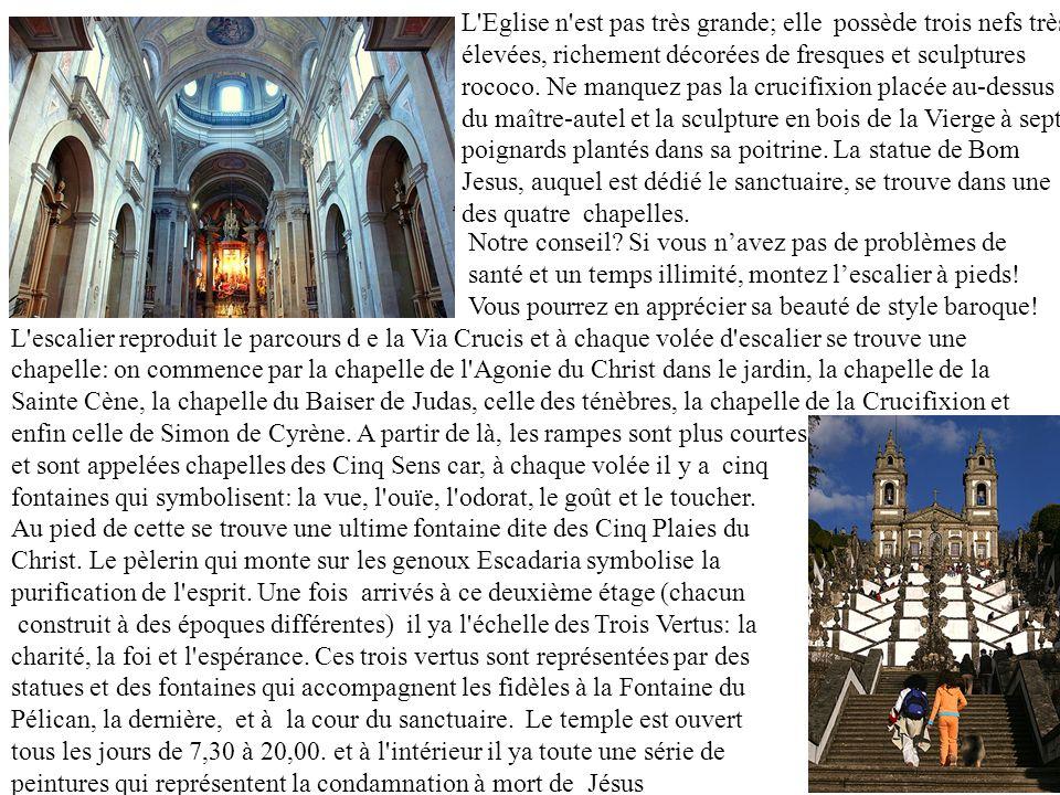 L'Eglise n'est pas très grande; elle possède trois nefs très élevées, richement décorées de fresques et sculptures rococo. Ne manquez pas la crucifixi