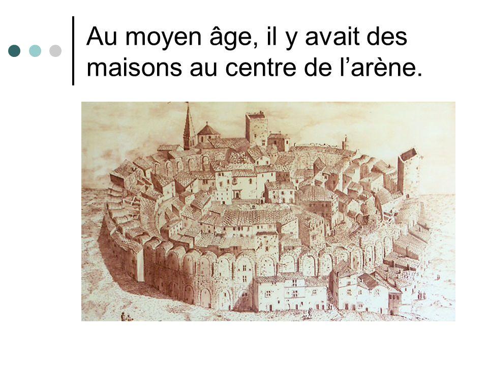Au moyen âge, il y avait des maisons au centre de larène.