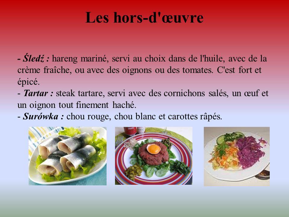 Les hors-d'œuvre - Śledź : hareng mariné, servi au choix dans de l'huile, avec de la crème fraîche, ou avec des oignons ou des tomates. C'est fort et