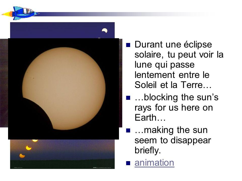 Durant une éclipse solaire, tu peut voir la lune qui passe lentement entre le Soleil et la Terre… …blocking the suns rays for us here on Earth… …makin
