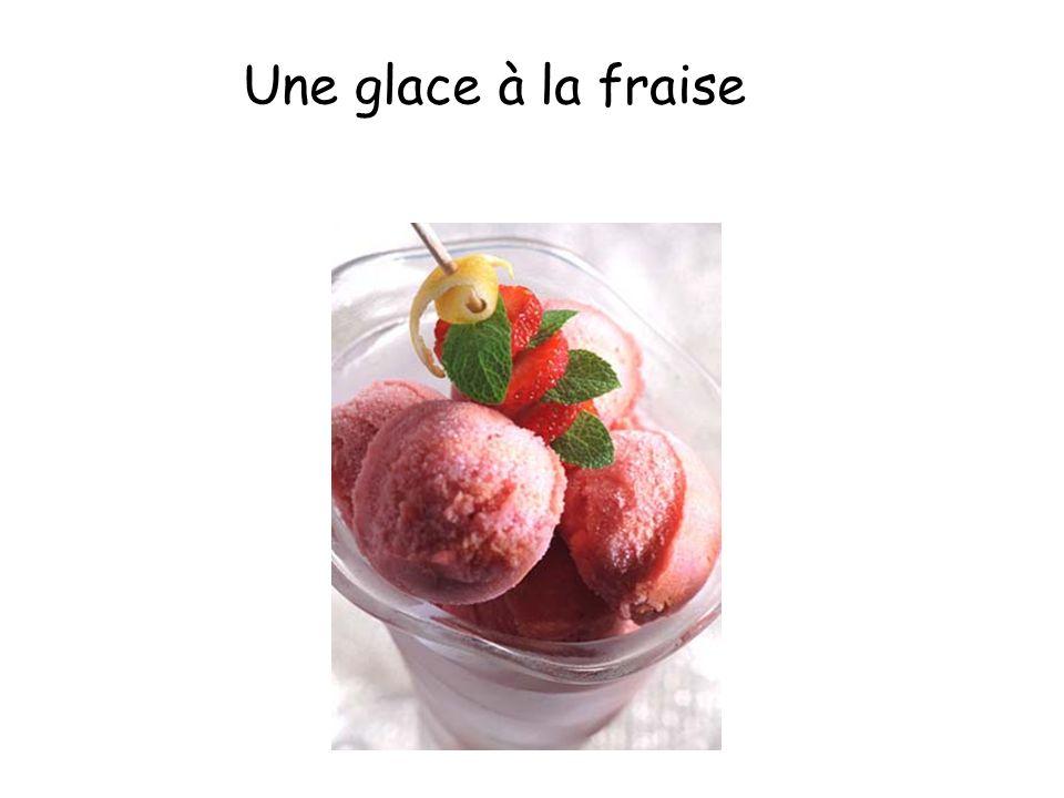 Une glace à la fraise