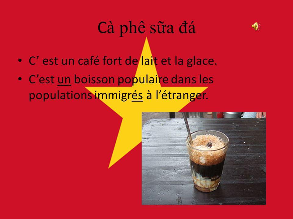 Cà phê sa đ á C est un café fort de lait et la glace.