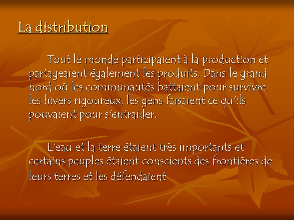 La distribution Tout le monde participaient à la production et partageaient également les produits. Dans le grand nord où les communautés battaient po