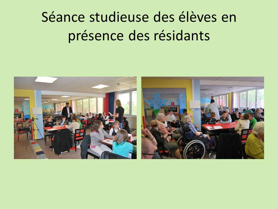 Séance studieuse des élèves en présence des résidants