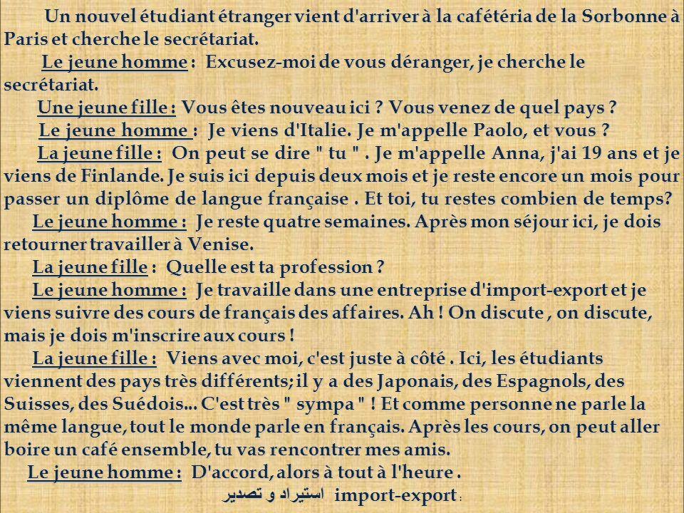 Un nouvel étudiant étranger vient d'arriver à la cafétéria de la Sorbonne à Paris et cherche le secrétariat. Un nouvel étudiant étranger vient d'arriv