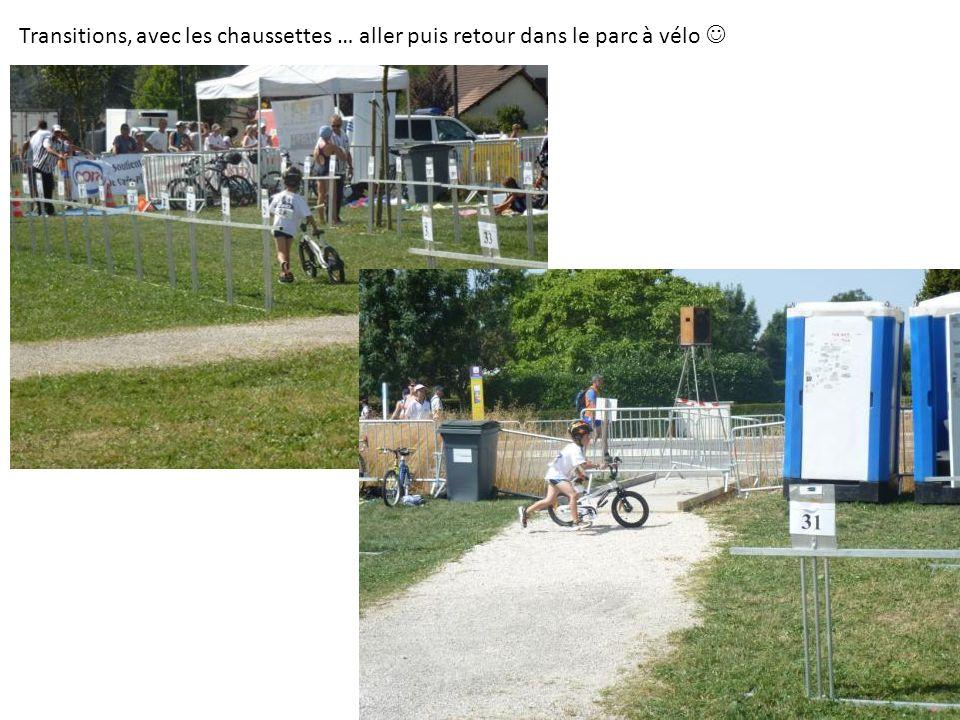 Transitions, avec les chaussettes … aller puis retour dans le parc à vélo