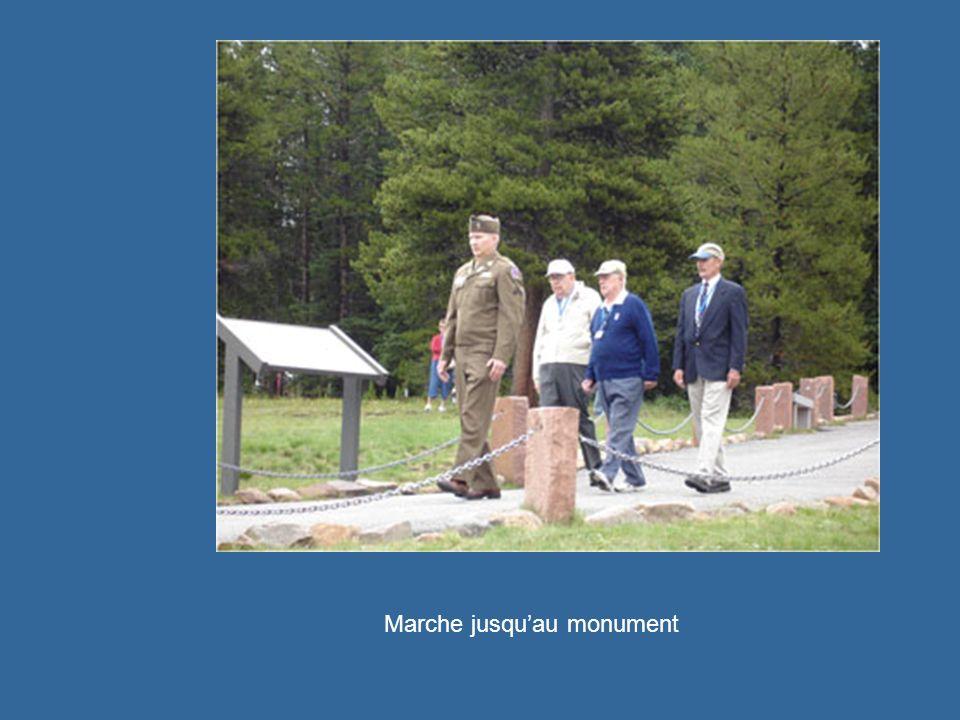 Marche jusquau monument