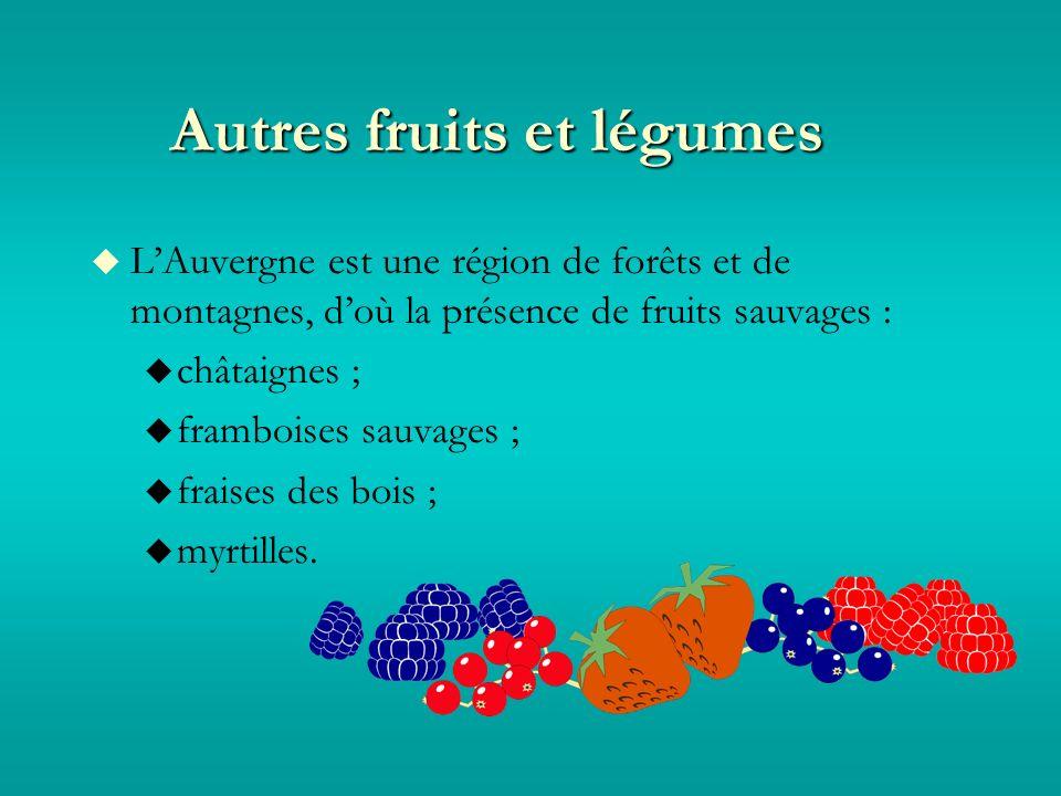 Autres fruits et légumes LAuvergne est une région de forêts et de montagnes, doù la présence de fruits sauvages : châtaignes ; framboises sauvages ; fraises des bois ; myrtilles.