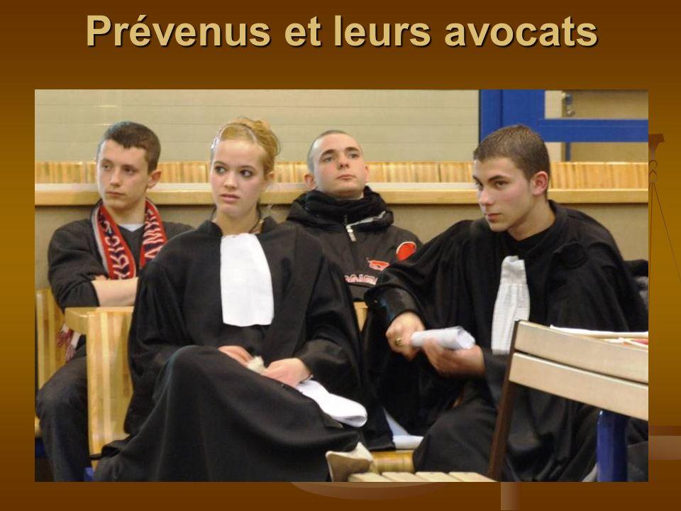 Prévenus et leurs avocats Prévenus et leurs avocats