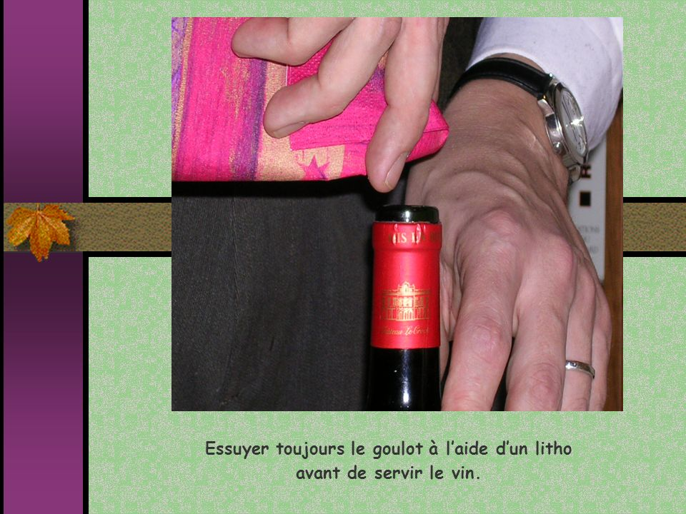 Essuyer toujours le goulot à laide dun litho avant de servir le vin.
