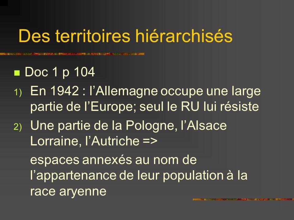 Des territoires hiérarchisés Doc 1 p 104 1) En 1942 : lAllemagne occupe une large partie de lEurope; seul le RU lui résiste 2) Une partie de la Pologn