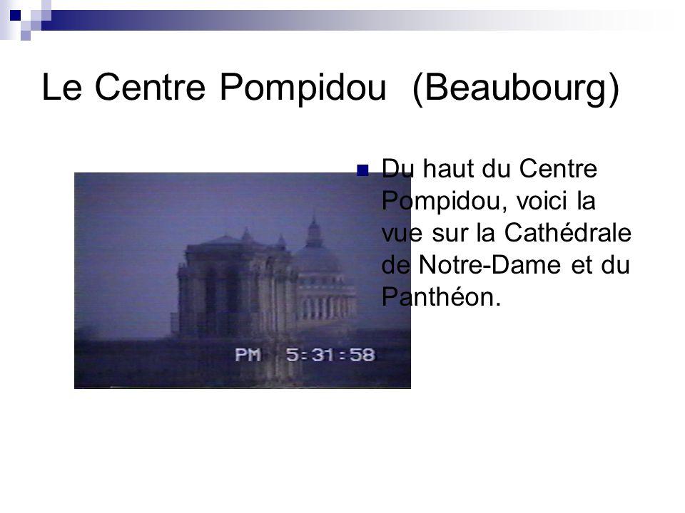 Le Centre Pompidou (Beaubourg) Pour monter au cinquième niveau du musée, on utilise lescalier roulant à lextérieure. Voici lentrée.