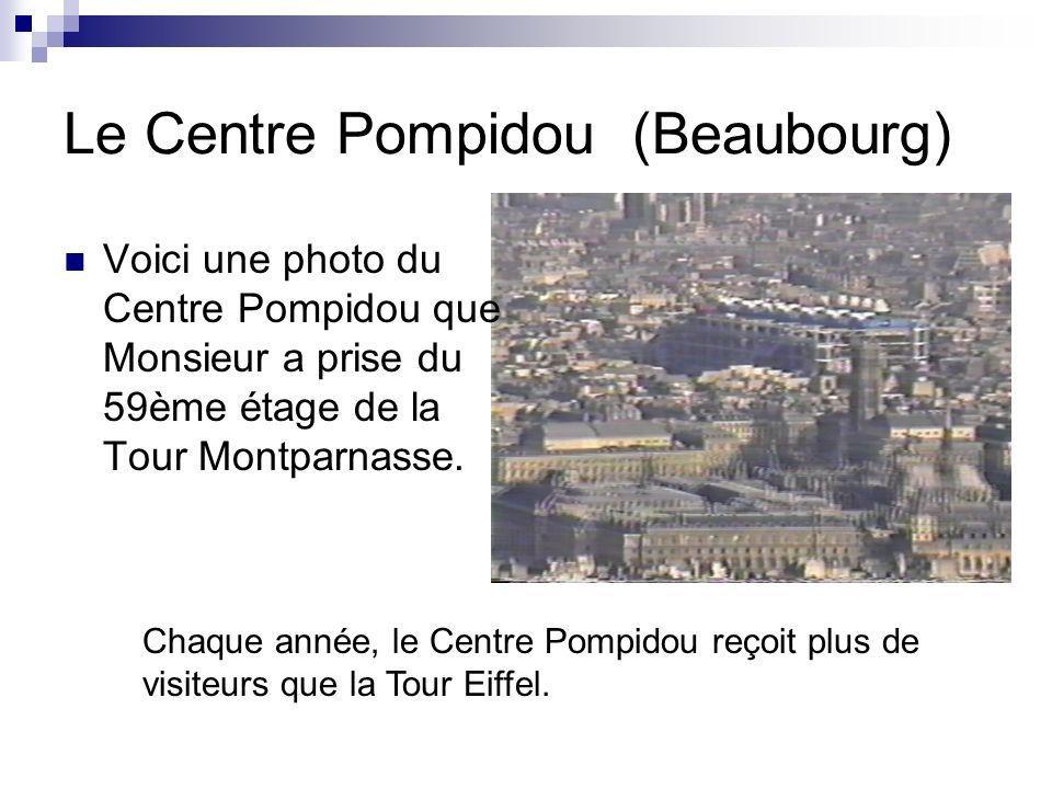 Le Centre Pompidou (Beaubourg) Du haut du Centre Pompidou, voici la vue sur la Cathédrale de Notre-Dame et du Panthéon.