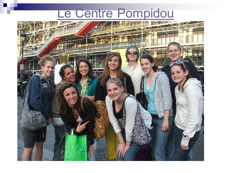 Le Centre Pompidou (Beaubourg) Au sud du Musée se trouve la Place Igor Stravinsky avec sa célèbre fontaine. Vous reconnaissez les grandes lèvres rouge