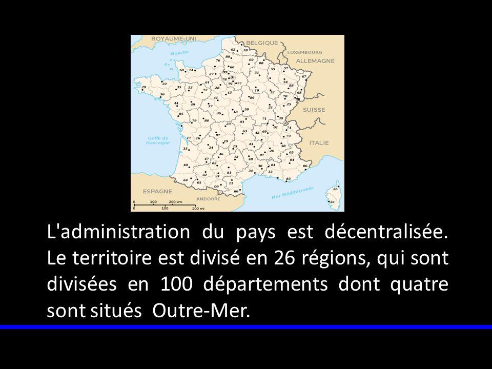 L'administration du pays est décentralisée. Le territoire est divisé en 26 régions, qui sont divisées en 100 départements dont quatre sont situés Outr