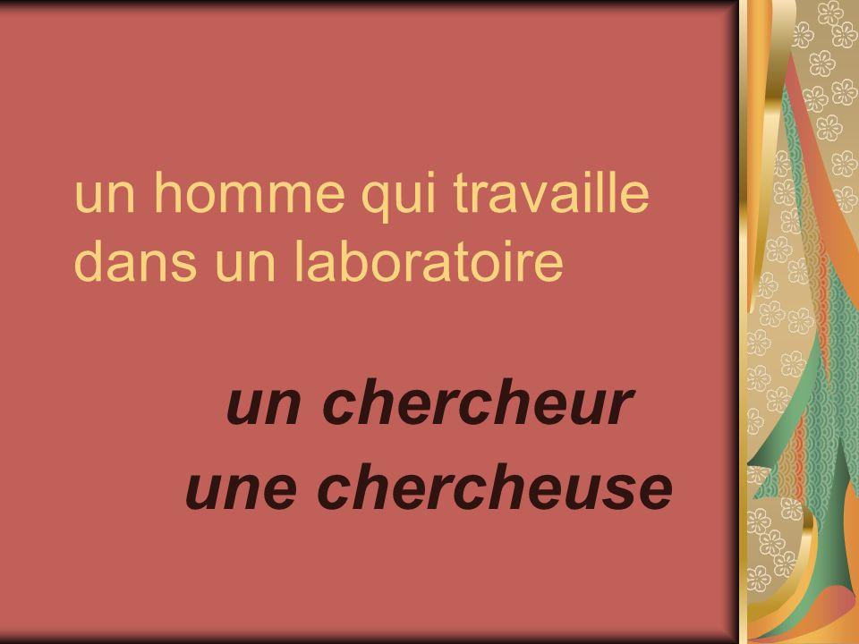 un homme qui travaille dans un laboratoire un chercheur une chercheuse