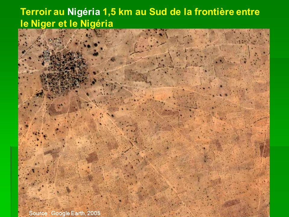 Terroir au Nigéria 1,5 km au Sud de la frontière entre le Niger et le Nigéria Source : Google Earth, 2005