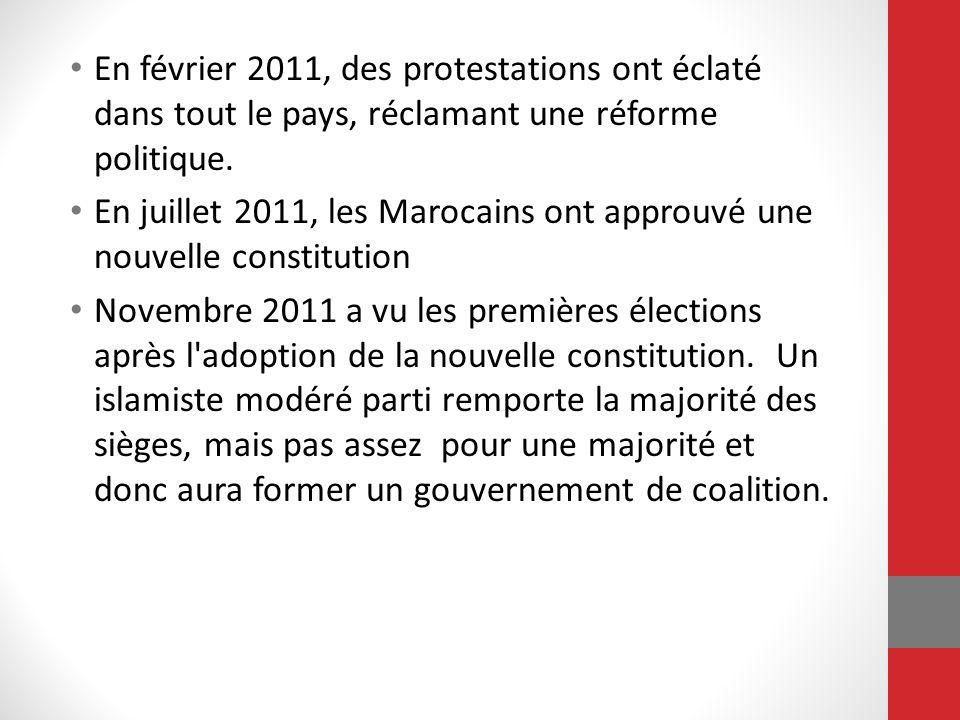 En février 2011, des protestations ont éclaté dans tout le pays, réclamant une réforme politique. En juillet 2011, les Marocains ont approuvé une nouv