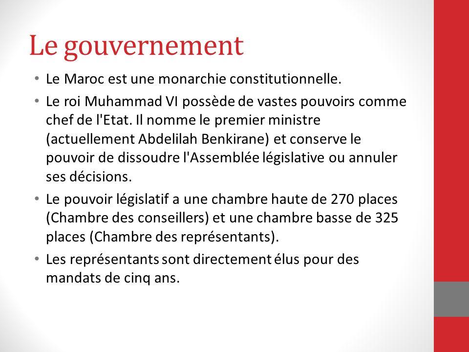 Le gouvernement Le Maroc est une monarchie constitutionnelle. Le roi Muhammad VI possède de vastes pouvoirs comme chef de l'Etat. Il nomme le premier