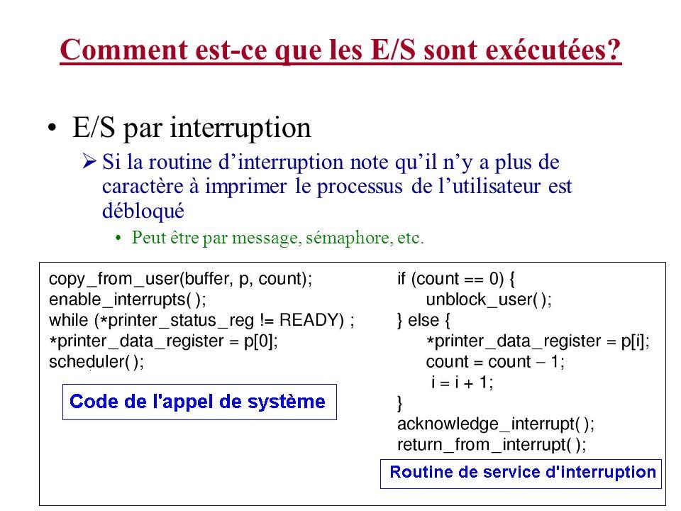 Comment est-ce que les E/S sont exécutées? E/S par interruption Si la routine dinterruption note quil ny a plus de caractère à imprimer le processus d