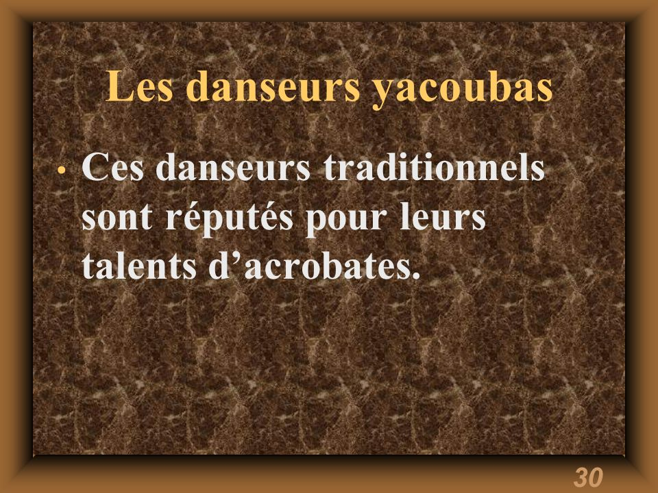 30 Les danseurs yacoubas Ces danseurs traditionnels sont réputés pour leurs talents dacrobates.