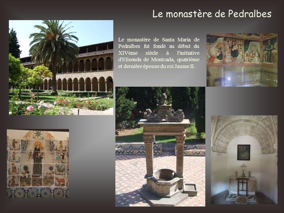Le monastère de Pedralbes Le monastère de Santa Maria de Pedralbes fut fondé au début du XIVème siècle à l'initiative d'Elisenda de Montcada, quatrièm