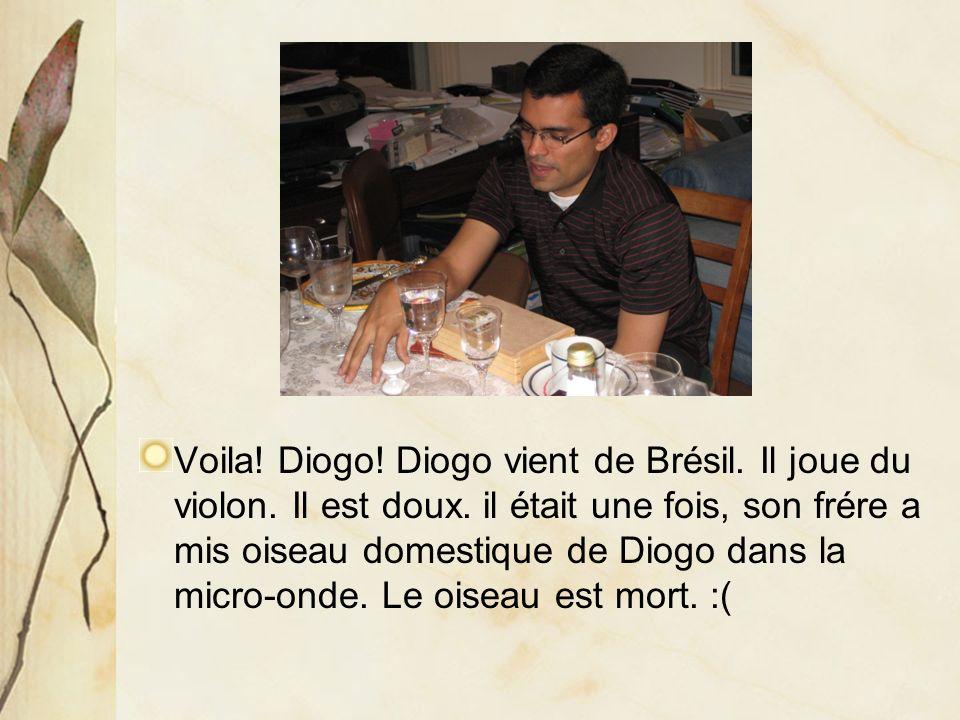 Voila. Diogo. Diogo vient de Brésil. Il joue du violon.