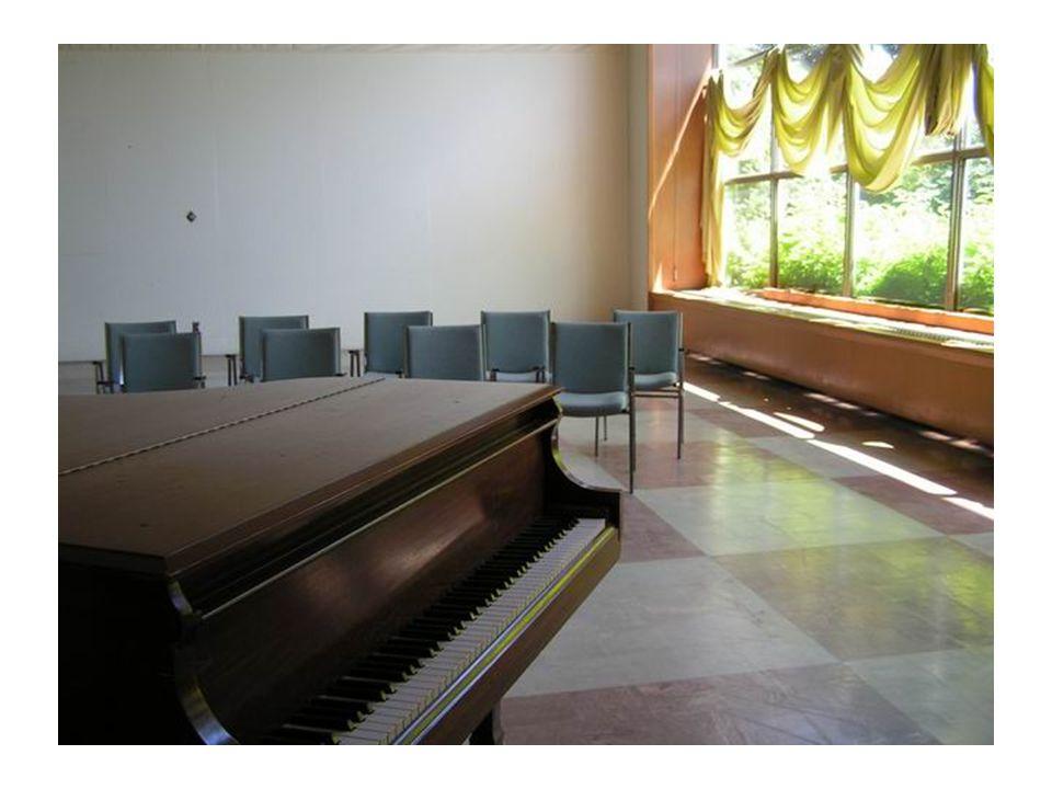 Auditorium Type d utilisation : Conférence, pièce de théâtre, projection de film, danse, anniversaire, exposition etc.