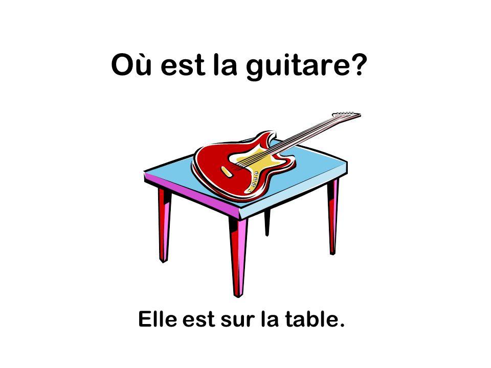 Où est la guitare Elle est sur la table.