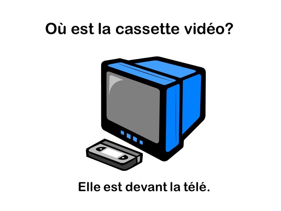 Où est la cassette vidéo Elle est devant la télé.