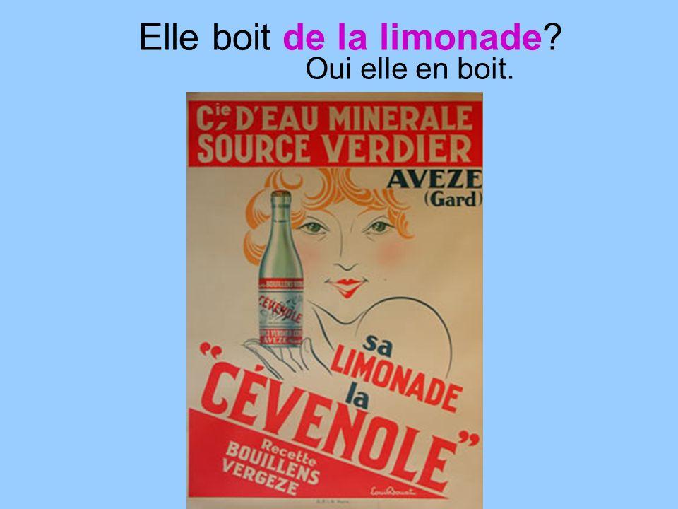 Elle boit de la limonade Oui elle en boit.