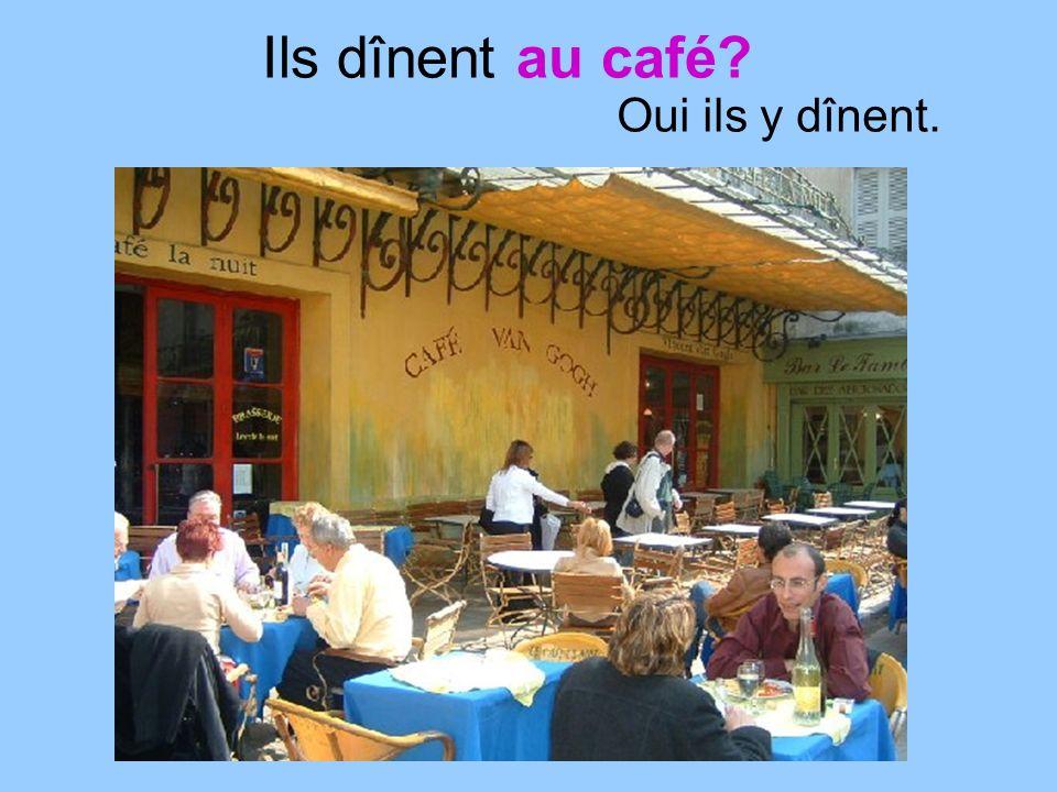 Ils dînent au café Oui ils y dînent.