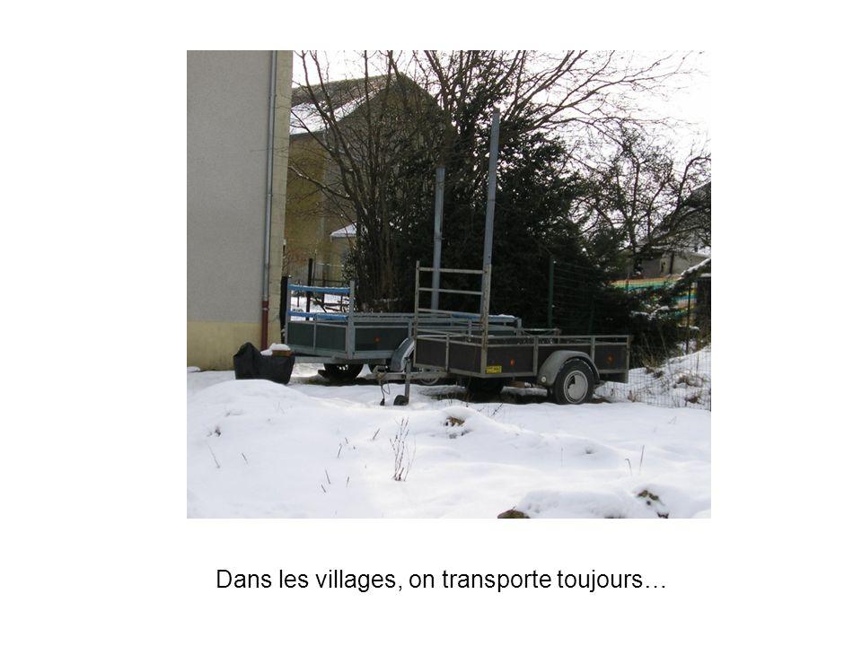 Dans les villages, on transporte toujours…