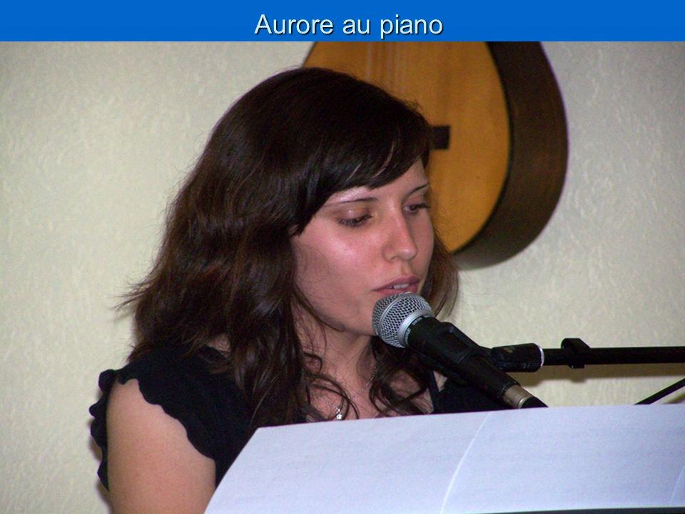 Aurore au piano