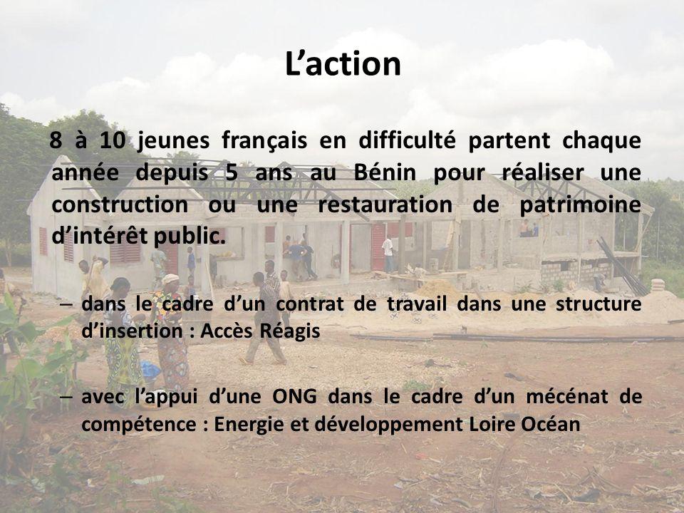 Laction 8 à 10 jeunes français en difficulté partent chaque année depuis 5 ans au Bénin pour réaliser une construction ou une restauration de patrimoine dintérêt public.