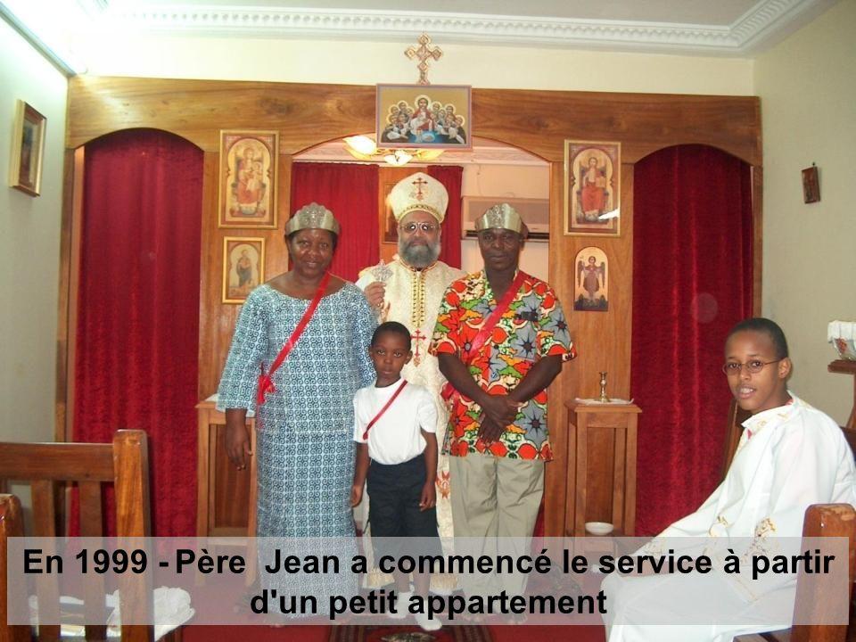 En 1999 - Père Jean a commencé le service à partir d'un petit appartement