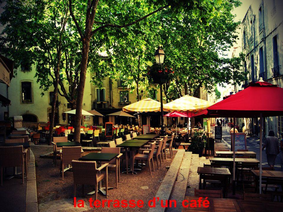 la terrasse dun café
