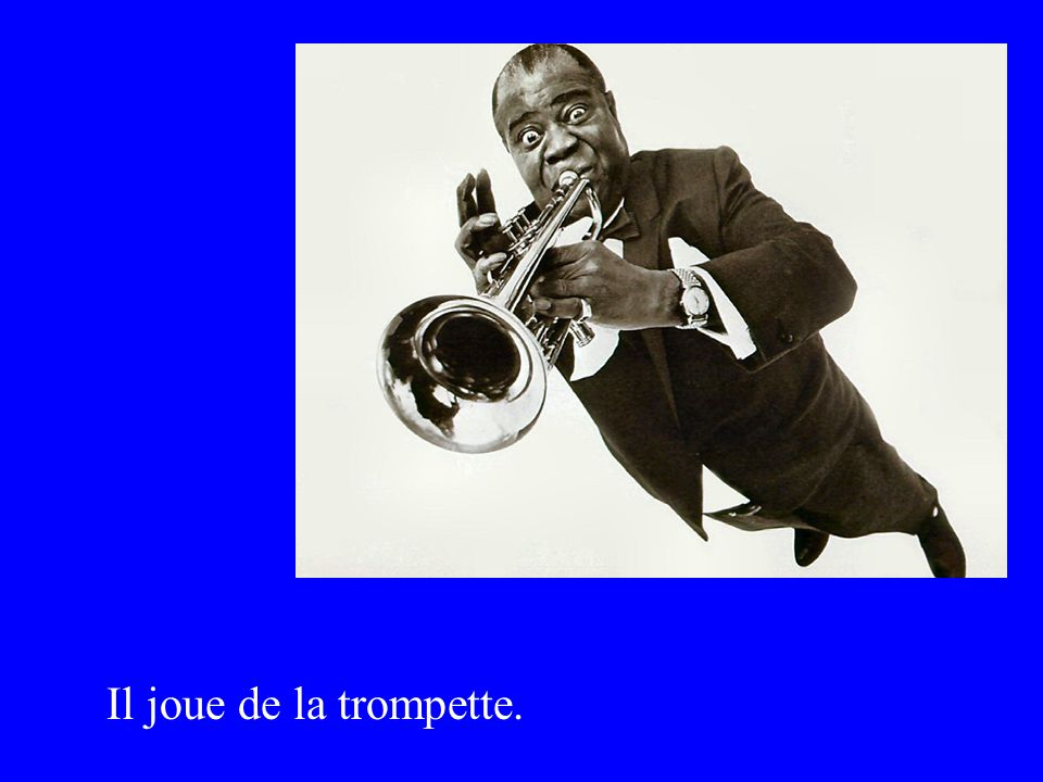 Il joue de la trompette.