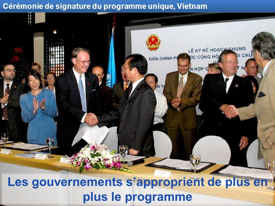 Les gouvernements sapproprient de plus en plus le programme Cérémonie de signature du programme unique, Vietnam
