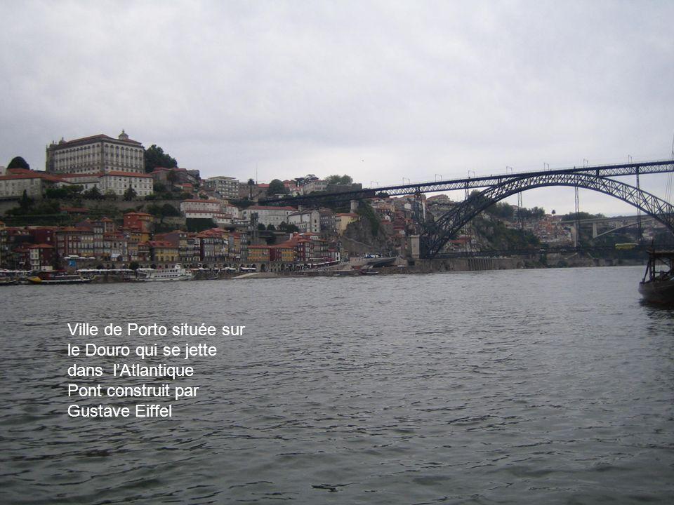 Ville de Porto située sur le Douro qui se jette dans lAtlantique Pont construit par Gustave Eiffel