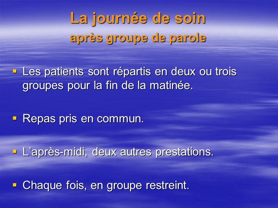 La journée de soin après groupe de parole Les patients sont répartis en deux ou trois groupes pour la fin de la matinée. Les patients sont répartis en