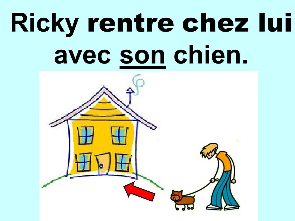 Ricky rentre chez lui avec son chien.
