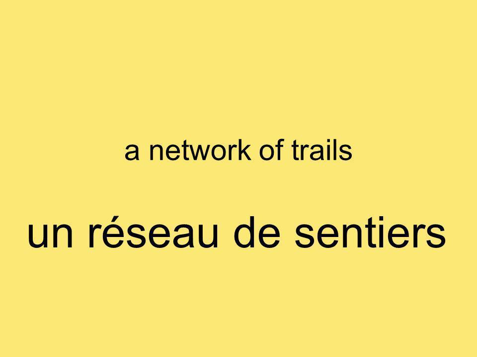 a network of trails un réseau de sentiers