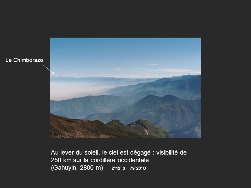 Au lever du soleil, le ciel est dégagé : visibilité de 250 km sur la cordillère occidentale (Gahuyin, 2800 m) 2°42 S 79°20 O Le Chimborazo