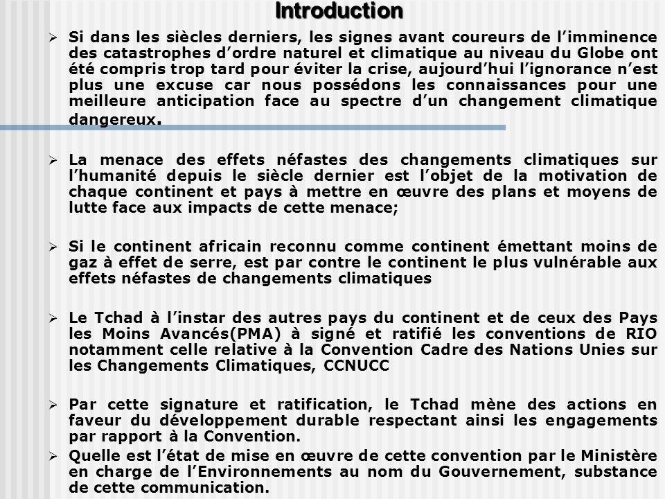 Niveau Global Niveau Global CONSENSUS SUR LES CHANGEMENTS CLIMATIQUES CONSENSUS SUR LES CHANGEMENTS CLIMATIQUES Rejet des gaz à effet de serre dans latmosphère sont en grande partie dues aux activités humaines; CONCEPT DES CHANGEMENTS CLIMATIQUES CONCEPT DES CHANGEMENTS CLIMATIQUES Référence à un changement du climat dû à lactivité humaine directe ou indirecte, activité altérant la composition de latmosphère globale et qui vient sajouter à la variabilité naturelle observée sur une échelle de temps comparable (Convention Cadre des Nations Unies sur les Changements Climatiques) CARACTERISTIQUES DES CHANGEMENTS CLIMATIQUES augmentation des températures mondiales denviron 0.6°C au cours du XX ème siècle imputable aux activités humaines en grande partie ; la température de la planète augmentera de 1.4 à 5.8°C dici 2100.