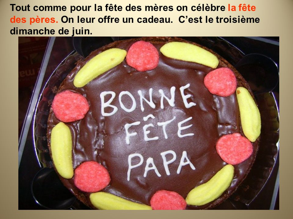 La fête nationale -le 14 juillet Les français célèbrent leur fête nationale le 14 juillet.
