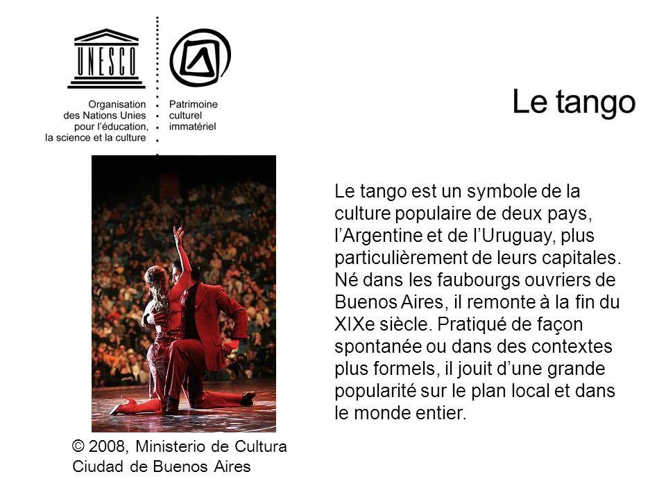 Le tango est un symbole de la culture populaire de deux pays, lArgentine et de lUruguay, plus particulièrement de leurs capitales. Né dans les faubour