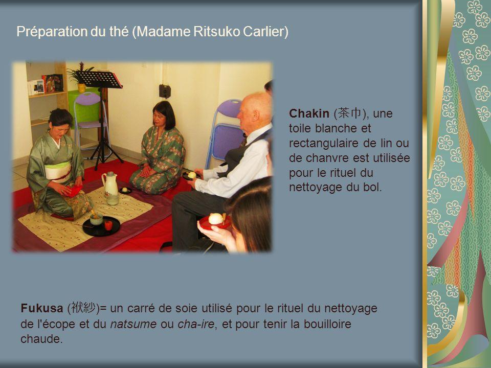 Préparation du thé (Madame Ritsuko Carlier) Chakin ( ), une toile blanche et rectangulaire de lin ou de chanvre est utilisée pour le rituel du nettoya
