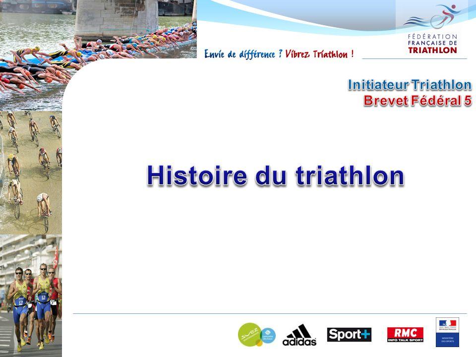 21 octobre 1989 : Officialisation de la Fédération Française de Triathlon Jean COTE est le premier président de la fédération Bernard PAGES est le premier DTN, nommé par le ministère Redéfinition des distances Promotion : 0.5 / 20 / 5 Sprint : 0.75 / 20 / 5 Distance Olympique : 1.5 / 40 / 10 MD : 2.5 / 80 / 20 LD : 3.8 / 120 à 180 / 30 à 42.195