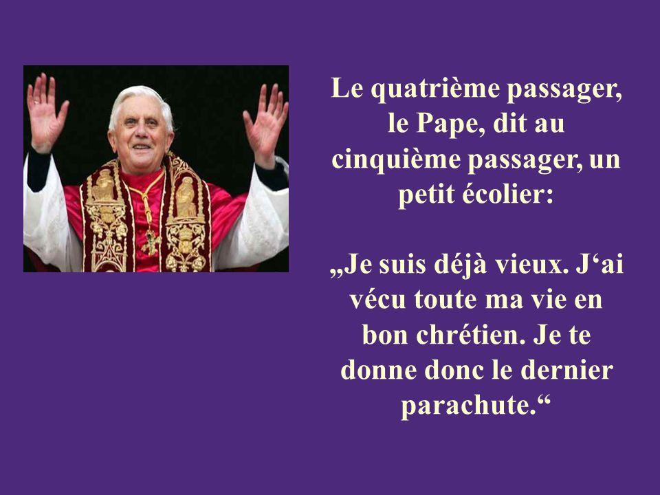 Le quatrième passager, le Pape, dit au cinquième passager, un petit écolier: Je suis déjà vieux.